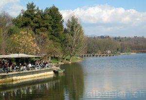 Grosser Park von Tirana und See von Tirana, Albanien