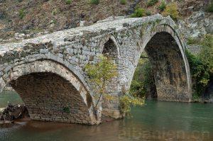 Osmanische Brücke in Kamara, Albanien