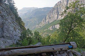 Hoch über Nikç im Aufstieg zum Dobraç-Pass