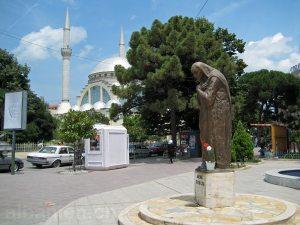 Statue von Mutter Teresa im Zentrum von Shkodra
