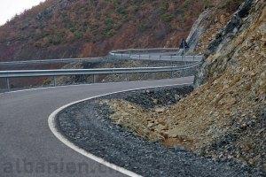 Kurvige Strasse in Albanien