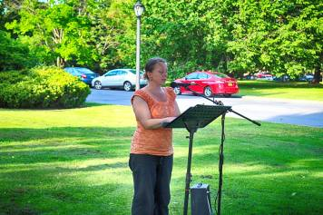 """Jessica Rae reading """"Song of Myself""""in Washington Park in Albany, NY on May 31, 2016"""