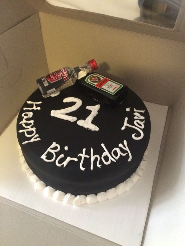 21St Birthday Cakes For Guys Simple But Nice Cake For Guys 21st Birthday Baking Pinterest
