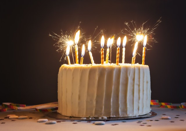 Birthday Cake Images With Candles Are Sparklers Safe On Cakes