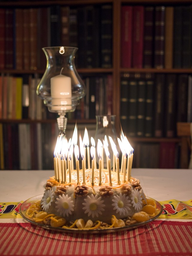 Birthday Cake Images With Candles Birthday Cake Wikipedia