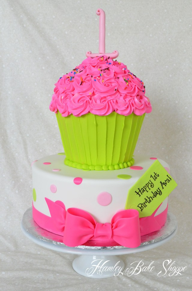 Cupcake Birthday Cake Cupcake Cake Top Tier Bc Wrapper And Bc Icing W Fondant 1