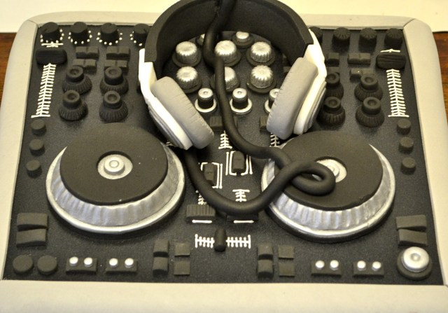 Dj Birthday Cake Dj Decks Cake Boys Birthday Cakes Celebration Cakes Cakeology