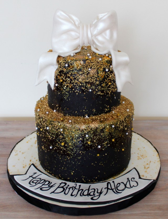Gold Birthday Cake White Black Gold Birthday Cake Classe Elegant With Gold Sprinkles