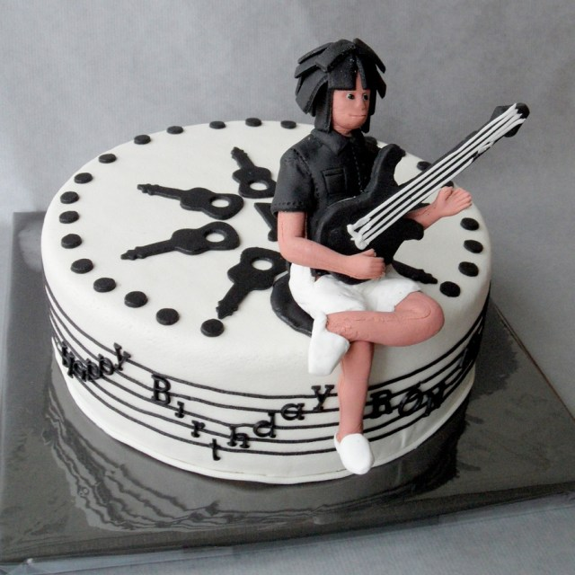 Guitar Birthday Cake Music Cake With Relaxed Bass Guitar Player Cakecentral