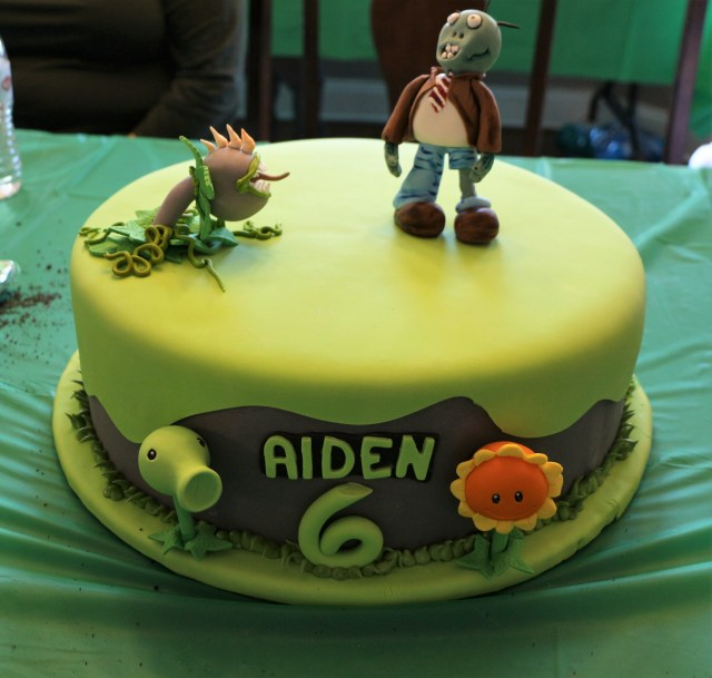 Plants Vs Zombies Birthday Cake Plants Vs Zombies Party Ideas Printables Bear Hugs And Blanket Forts