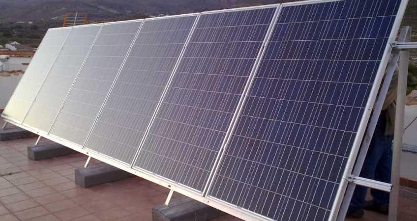 Bateria tesla en almeria albedo solar for Baterias de placas solares