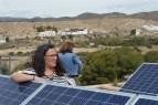 Nuestra cliente con sus módulos fotovoltaicos