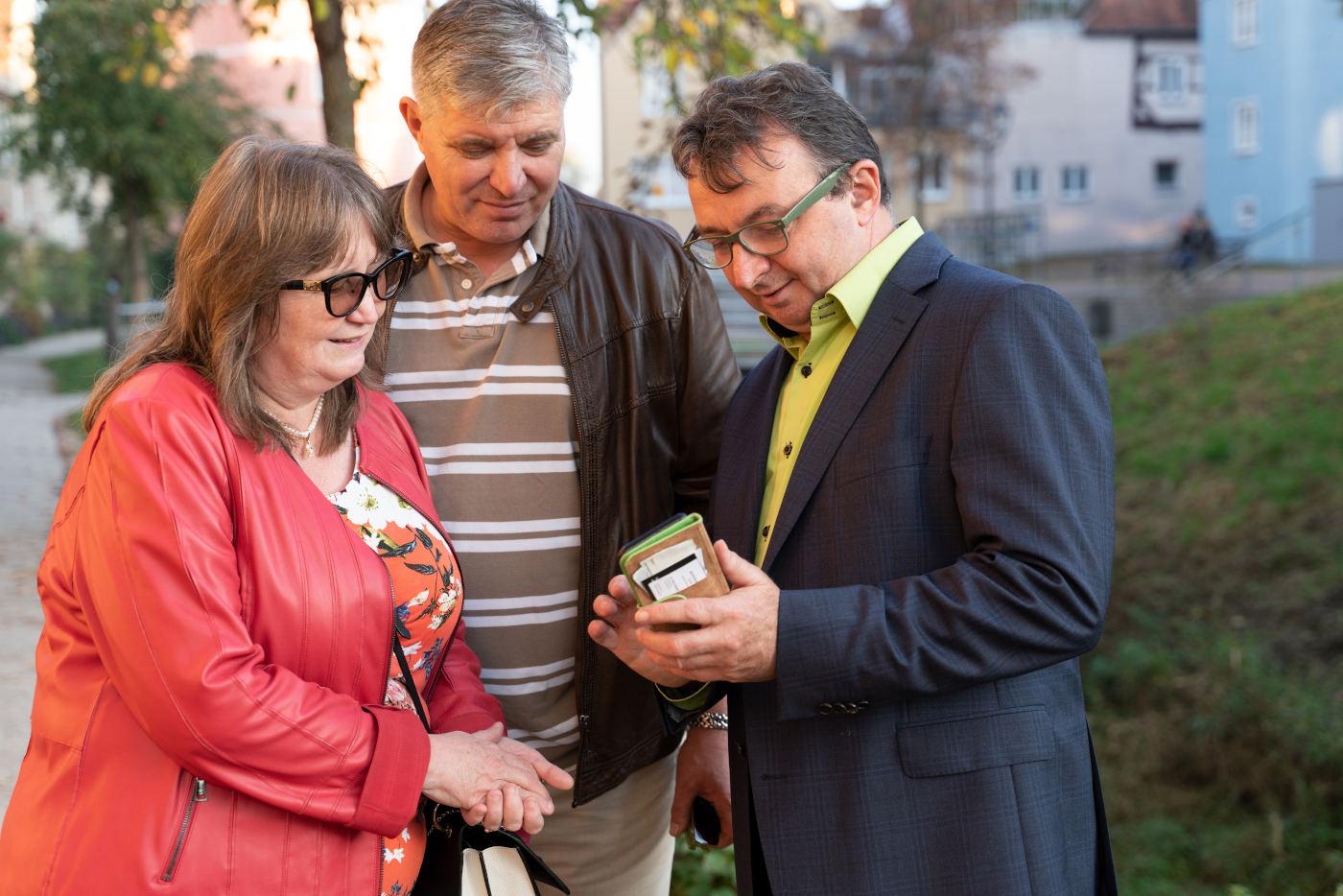 Donauwörth: Oberbürgermeisterkandidat Albert Riedelsheimer im Gespräch mit Bürgern