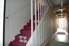 appartamento signorile scala in legno disegnata si misura
