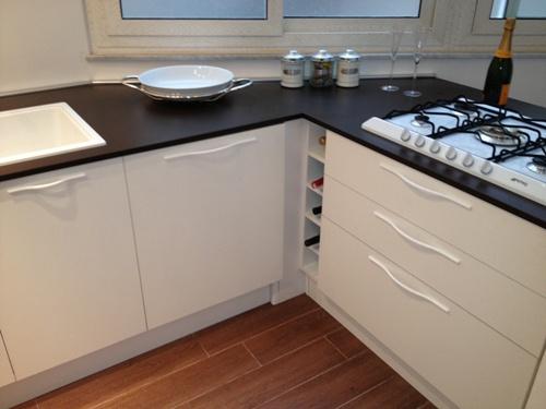Cucina dettaglio della base angolo realizzata con - Base angolo cucina ...