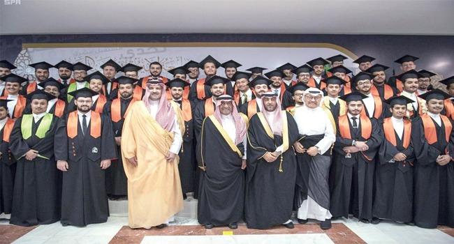 تخريج الدفعة الأولى من طلاب جامعة الأمير مقرن