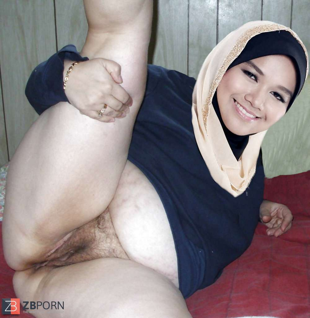 Amatuer arab hijab egypt muslim squirting by dildo masturbation