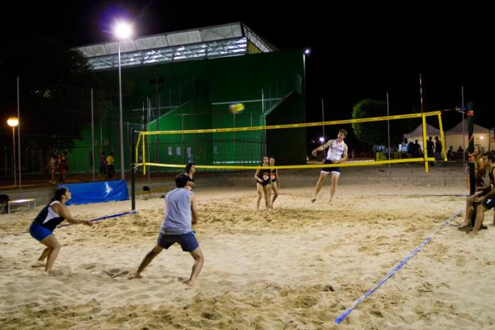 Voley playa nocturno