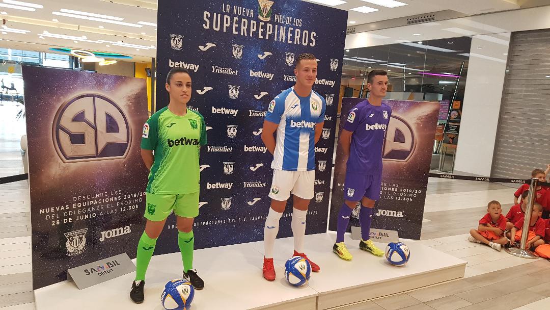 El CD Leganés presenta en sociedad las tres nuevas equipaciones ...