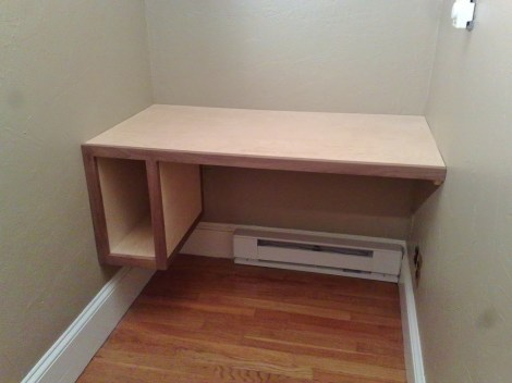 Built-in computer desk