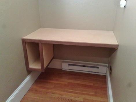Built-in computer desk