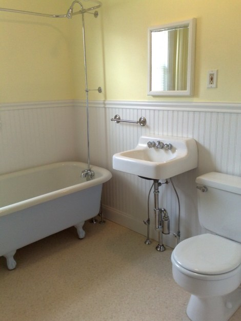 1920's Apartment Bathroom