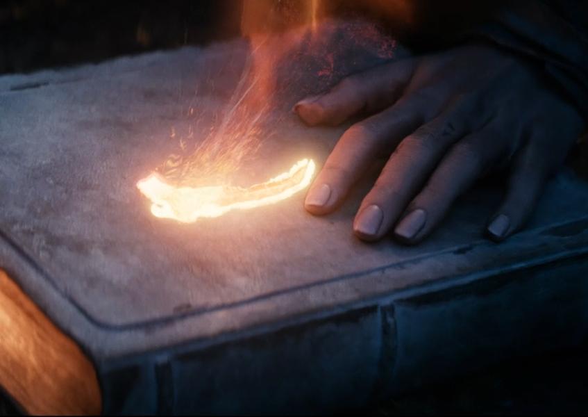 Oblivion Teaser Trailer Image 4 book sign