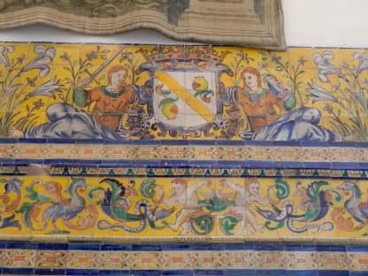 Escudo alusivo al Reino de Granada en la Sala Fiestas del Real Alcázar. Azulejos de Cristóbal de Augusta, 1577-1583