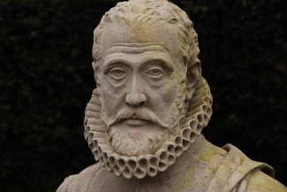 Busto en piedra del jardinero de Maximiliano II, Carolus Clusius (1526 - 1609)