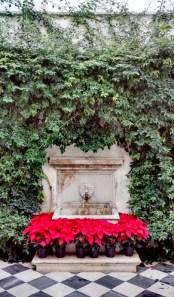 Decoración navideña en un Patio del Real Alcázar de Sevilla.