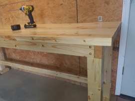Pine Workbench - Corner Detail