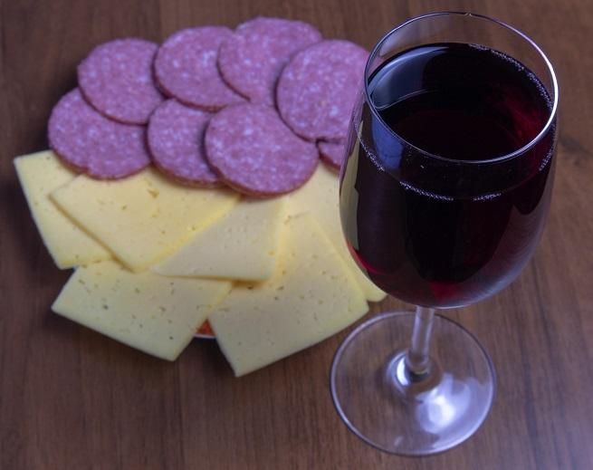 Como atirar com um vinho em casa sedimentos