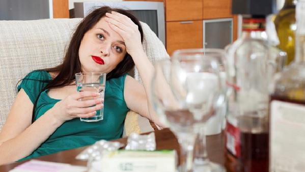Почему после пьянки хочется кушать. Что лучше съесть с похмелья. Почему не стоит заниматься сексом после пьянки