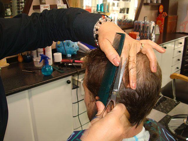 Bono especial novio: Corte + afeitado + manicura + cejas + maquillaje + peinado + limpieza de cutis por 55€.