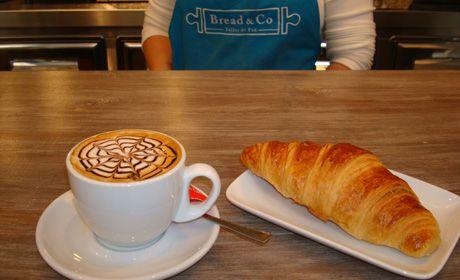 Hasta las 20:30 tómate un café ó infusión + bollería por 2,10€ y llévate GRATIS 1 barra de pan para la cena. Diles que vas de parte de AlcorconHoy.