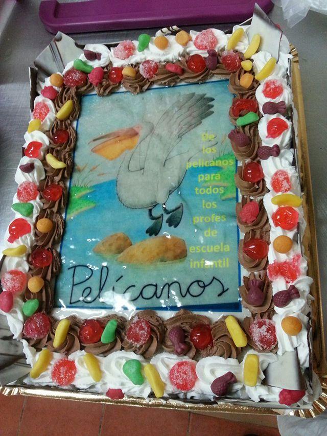 Tarta artesanal personalizada de 12 raciones a 20€.