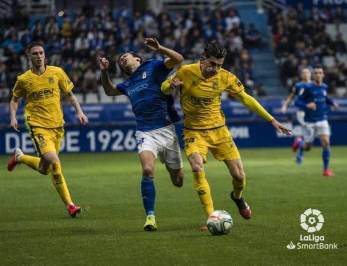 El Alcorcón conquista Oviedo con los goles de Stoichkov