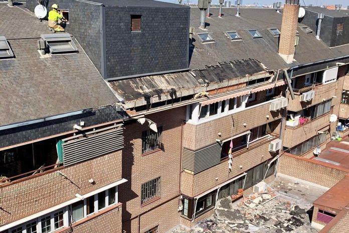 Se cae el tejado de un edificio en Alcorcón