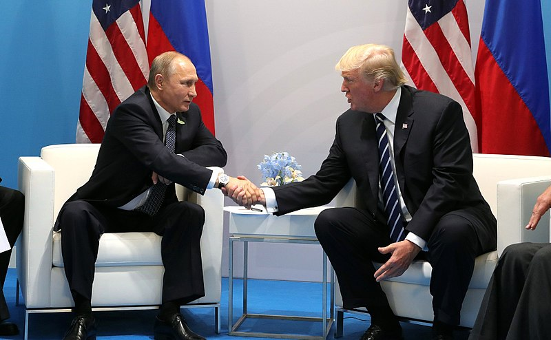 Vladimir Putin and Donald Trump meet at the 2017 G-20 Hamburg Summit Fecha 	7 de julio de 2017 Fuente 	http://kremlin.ru/events/president/news/55006/photos Autor 	Kremlin.ru