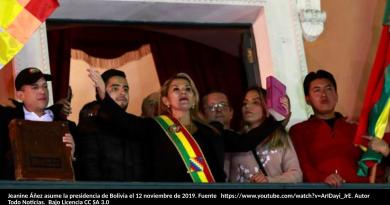 Jeanine Añez toma posesión de su cargo en Bolivia