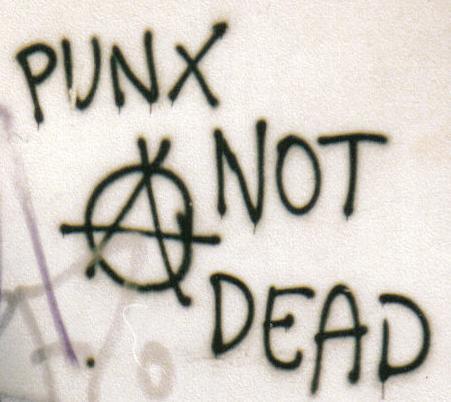 PunkNotDead-graffiti Antifascismo