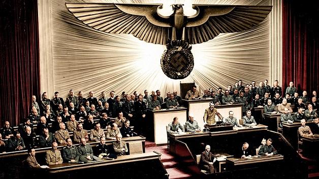 1280px-Bundesarchiv_Bild_183-1987-0703-507,_Berlin,_Reichstagssitzung,_Rede_Adolf_Hitler_(color)