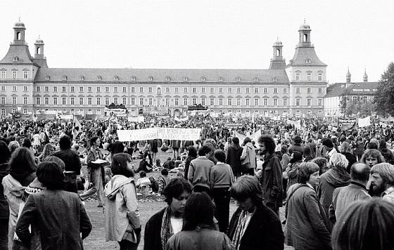 Manifestación antinuclear en Bonn Hofgarten. Autor: Hans Weingartz. Fecha: 14/10/1979. Fuente: Wikipedia, bajo licencia CC BY-SA 2.0 DE