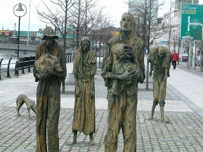 Memorial de la Gran Hambruna de Irlanda en Dublin. Autor: AlanMc, 2006. Fuente: Wikimedia Commons. Dominio público.