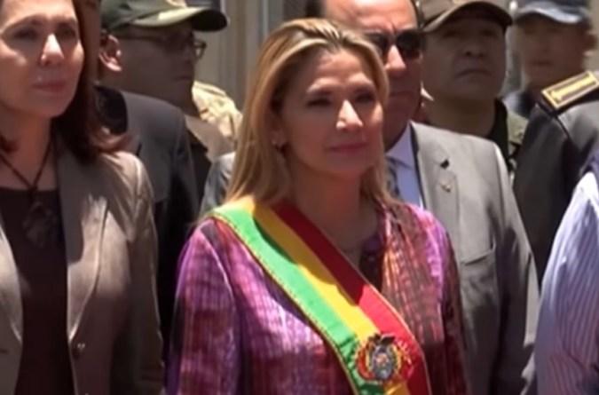 La actual presidenta de Bolivia, Jeanine Añez, durante un acto público el pasado 11 de agosto. Autor: Captura de pantalla realizada el 17/08/2020 a las 13:32h. Fuente: Youtube.