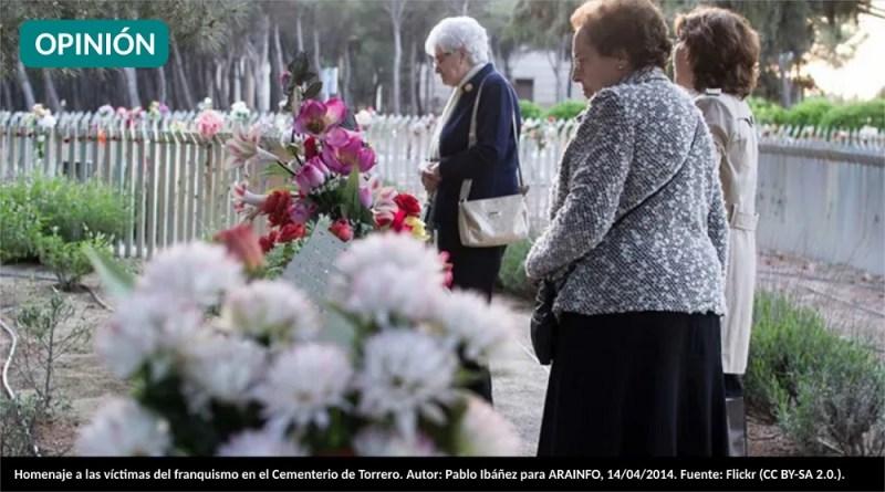 Homenaje a las víctimas del franquismo en el Cementerio de Torrero. Autor: Pablo Ibáñez para ARAINFO, 14/04/2014. Fuente: Flickr (CC BY-SA 2.0.).