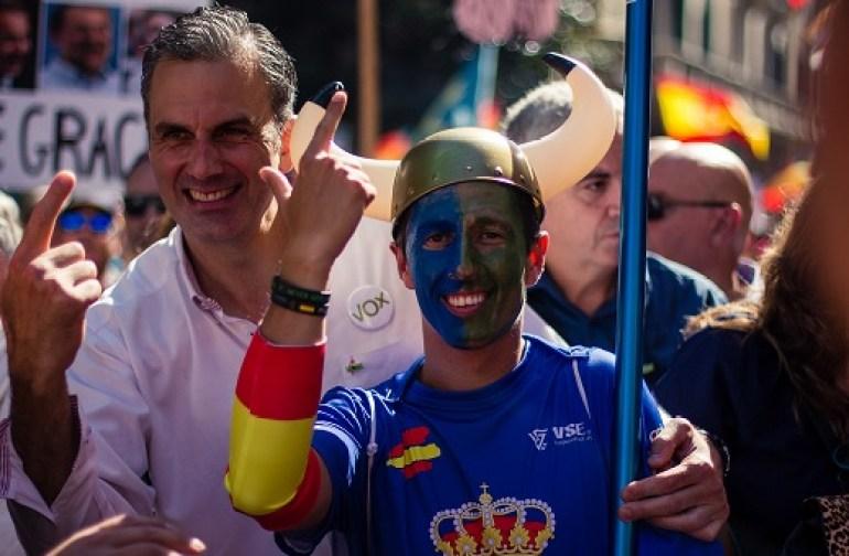 Javiert Ortega Smith, líder de Vox, es una manifestación de Jusapol en Barcelona. Autor: Vox España, 29/09/2018. Fuente: Flickr.