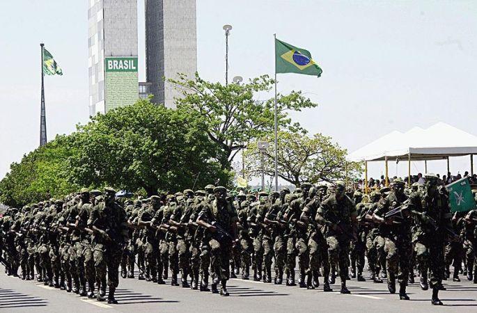 Miliatres. Brazilian Army Parade. Autor: Victor Soares/ABr, 07/09/2003. Fuente: Agencia de Brasil. (CC BY 3.0 BR).