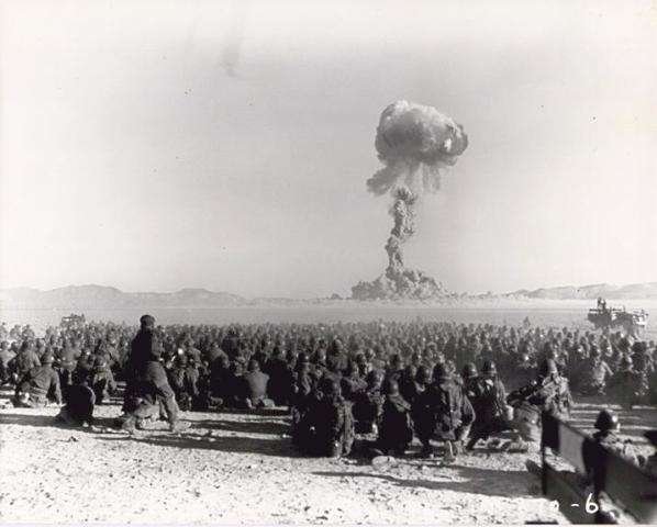 Prueba nuclearen noviembre de1951en el emplazamiento de pruebas nucleares deNevada. Autor: Gobierno federal de los Estados Unidos. 1/11/1951. Fuente: Wikimedia.