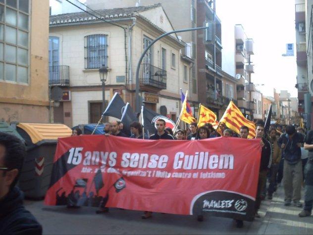 Manifestación en Burjassot por el 15 aniversario de la muerte de Guillem Agulló. Autor: Associació Cultural Bassot, 11/04/2013. Fuente: Facebook de Associació Cultural Bassot
